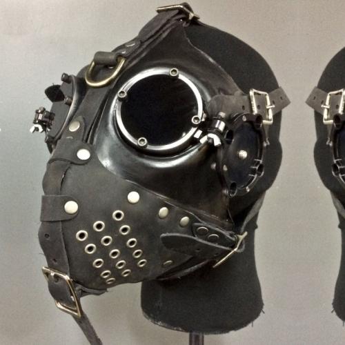 Apocalypse Hardware - Gasmask SLAVE Black